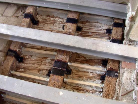 Ripresa restauri restauro mobili antichi porte legno for Soffitto della cattedrale di legno