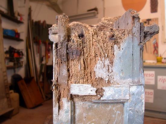 Ripresa restauri restauro mobili antichi porte legno - Trattamento per tarlo dei mobili ...