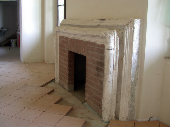 Ripresa restauri restauro mobili antichi porte legno for Cornice camino gesso